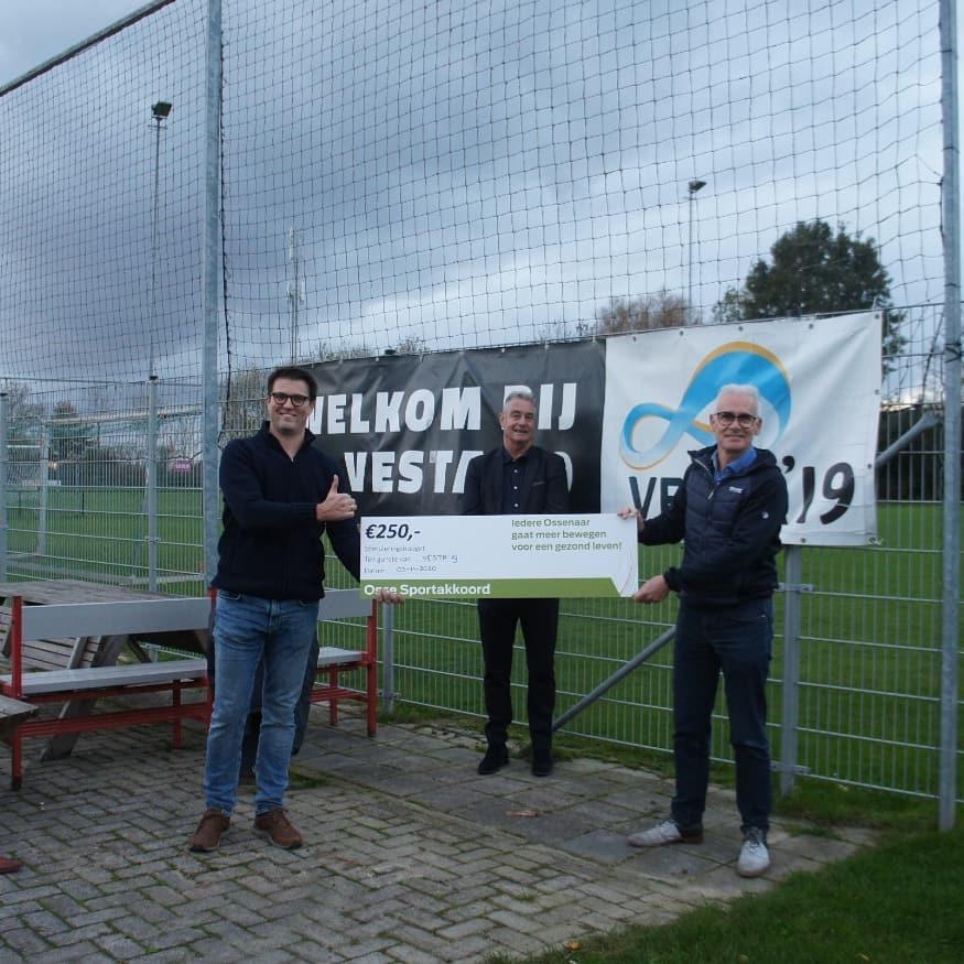 VESTA'19 kidsclub ontvangt cheque van €250,-